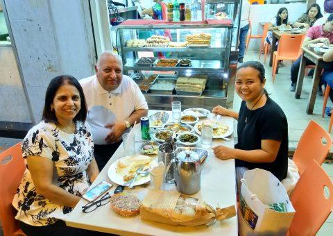 Vieng tham khach o Singapore